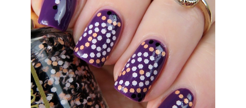 Nail-Art-with-Confetti-Top-Coat