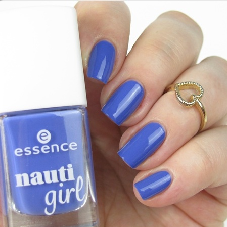 essence nauti girl Trend Edition Swatches: Limited Edition im maritim Look. Nagellack: oh captain, my captain