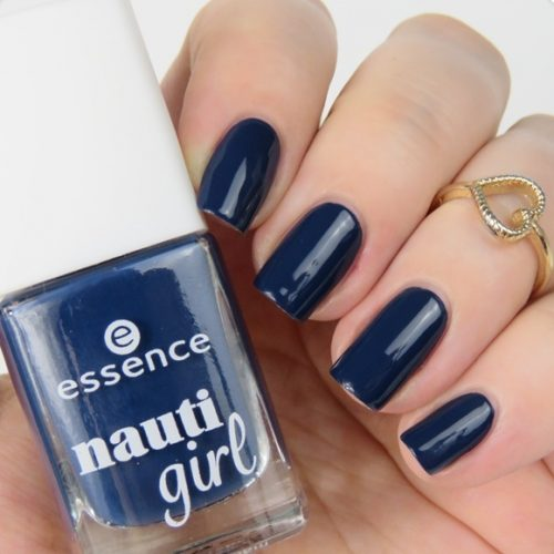 essence nauti girl Trend Edition Swatches: Limited Edition im maritim Look. Nagellack: ahoy boy