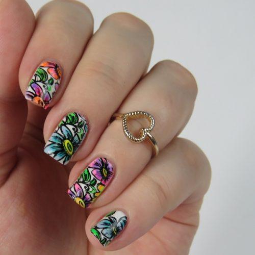 Leadlight Nageldesign mit Blumen: Einfaches und schönes Nail Art