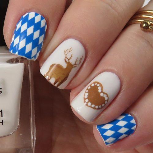 Oktoberfest Nails: Passend zum Oktoberfest in München gibt es ein Nageldesign im Bavarian Style zu sehen.