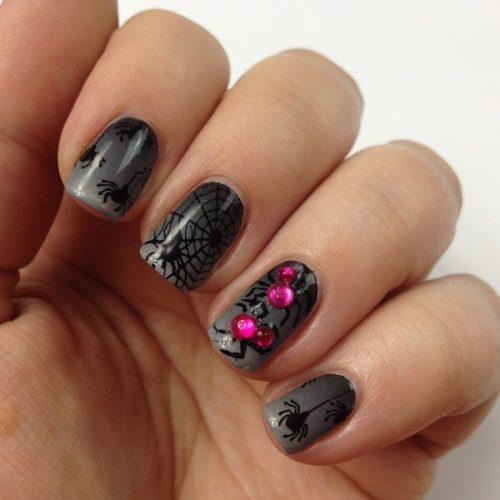 Halloween Nageldesign selber machen: Gruseliges Nail Art mit Spinnen für Halloween