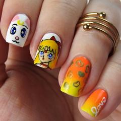 Sailor Venus Nails: Sailor Moon Nail Art mit Minako Aino und Artemis