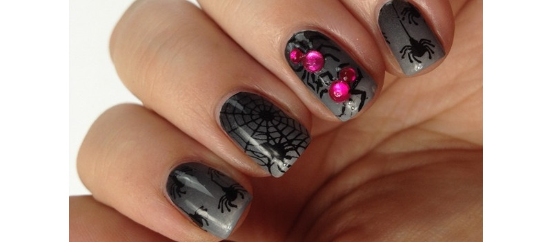 Spinnen Nageldesign für Halloween