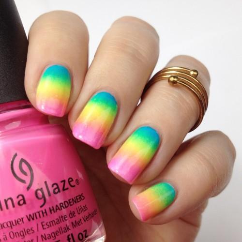Buntes Regenbogen Nageldesign mit Neon Nagellack