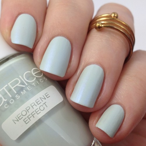 Catrice Bold Softness C01 Volumintous Nagellack Swatch Shimmer