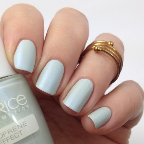 Catrice Bold Softness C01 Volumintous Nail Polish Swatch