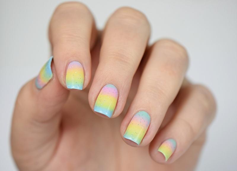 Pastel Gradient Nails: Zartes Mädchen Nageldesign zu Ostern mit Pastellfarben und essence Nagellack