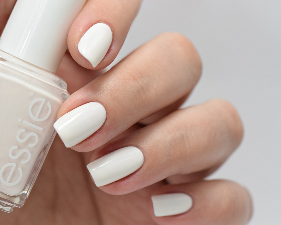 essie Sommer 2016 Limited Edition: viva antigua - essie coconut cove Off White Nagellack Swatches