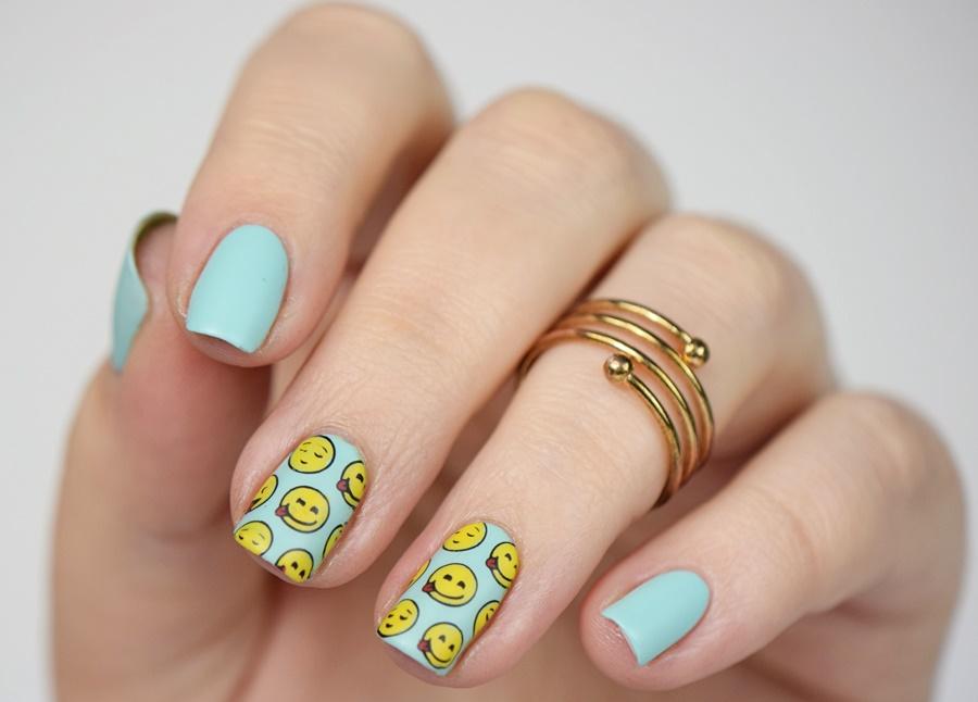 Moyou Lonon Geek Collection 11 Nail Art: Reverse Stamping Nageldesign