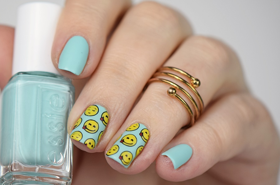 Sommer Nägel: Sommer Nageldesign mit Smileys und Moyou London Reverse Stamping Technique