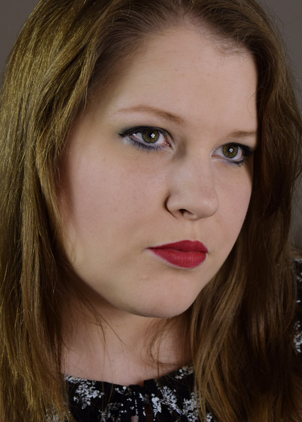 Catrice Retrospective Velvet Liquid Lipstick C01 Return To REDtro Swatches & Tragebild