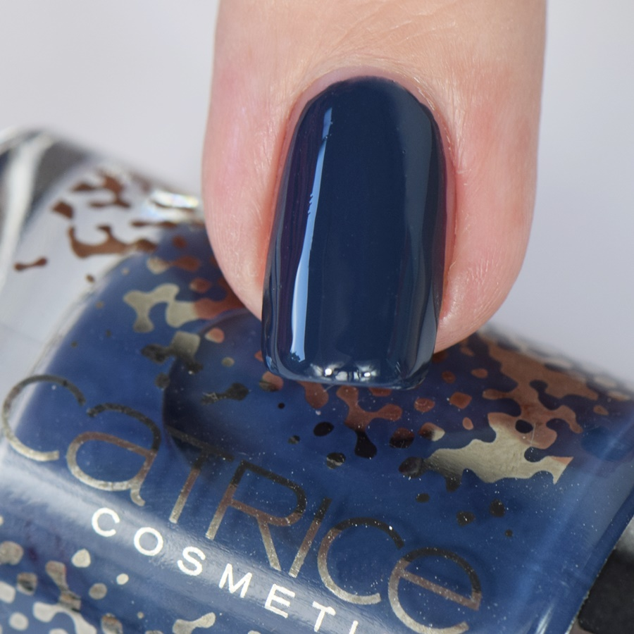 catrice-retrospective-nail-lacquer-c03-blue-flashback-swatches
