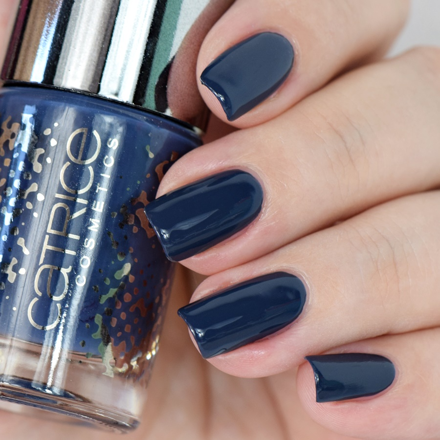 catrice-retrospective-nail-lacquer-c03-blue-flashback