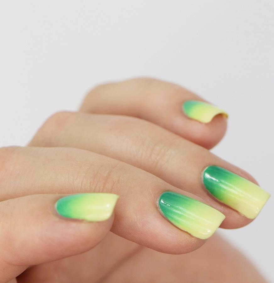 gradient-naegel-farbverlauf-mit-schwamm