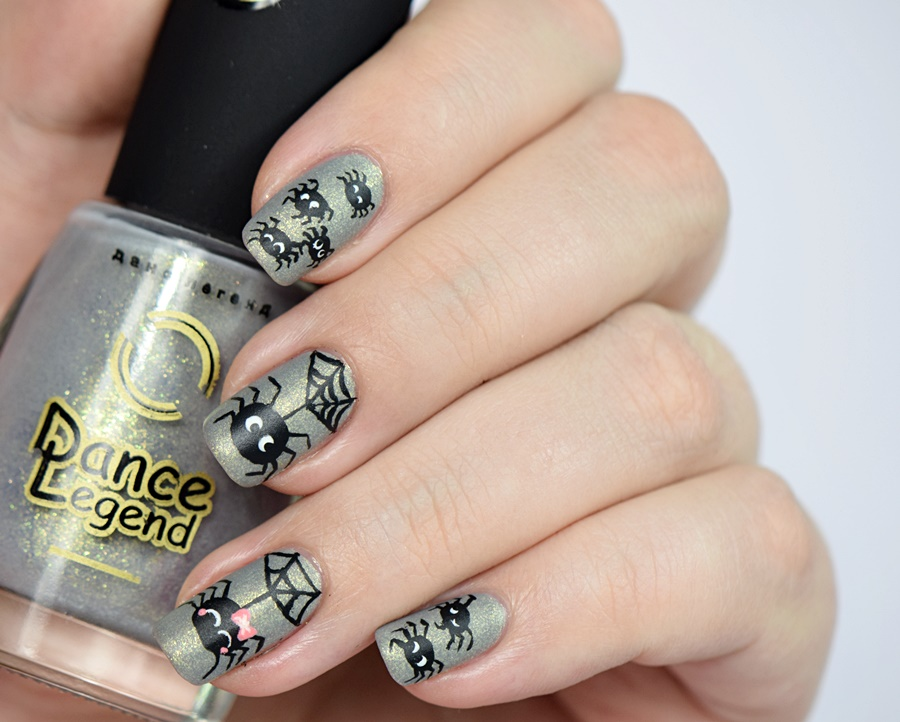 halloween-nageldesign-mit-spinnen-by-nisinails