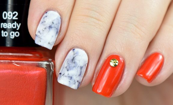 marmornaegel-anleitung-nail-art-tutorial-fuer-anfaenger-mit-nagellack